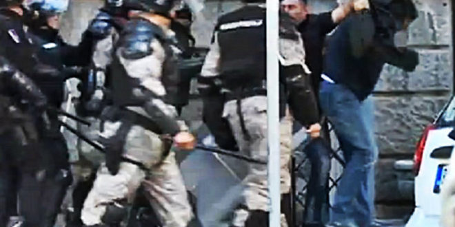 Суђење жандармима: Војна лица нису хтела да стану, побегли су у зграду, имају оружје, има повређених 1