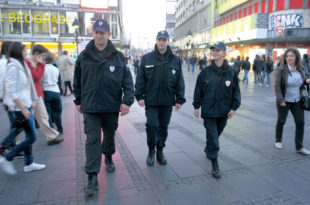 ПОЧЕЛО ЈЕ! Комунална полиција кажњава оне који протестују против Вучића! 3