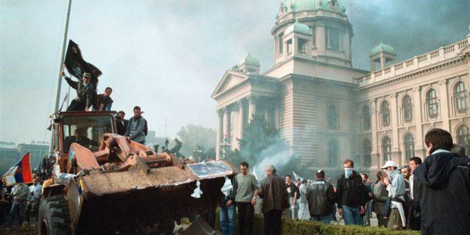 """ПРАВЕ СЕ ЛУДИ: Српски политичари никад чули за """"шефа ЦИА који је рушио Милошевића"""" (фото галерија) 1"""