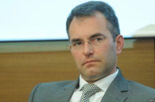 """Амадео Воткинс, британски """"саветник"""" за реформу полиције Србима пакује полицијску старховладу!"""