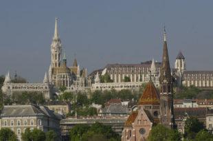 """Парламент Мађарске изгласао закон којим се забрањује """"промовисање хомосексуалности међу малолетницима"""""""