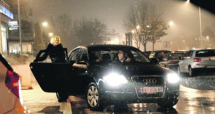 БАХАТОСТ БЕЗ ГРАНИЦА: Дијана Вукомановић нема намеру да престане да се вози државним кочијама иако на њих нема никакво право! 8