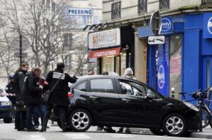 """Француска: Другови најмлађег осумњиченог за напад на """"Шарли Ебди"""" тврде да је он био у школи када се десио масакр"""