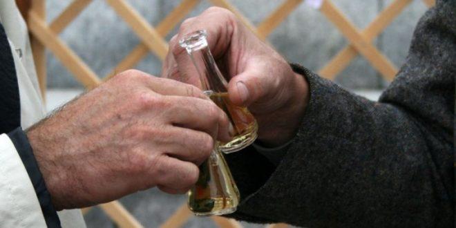 Инспектори уништили 560 литара ракије одузете у локалима и на пијацама