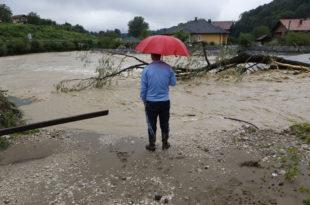 Обилна киша плавила подруме и приземне куће у Далмацији; Сарајево: Евакуација у неколико насеља, могуће поплаве