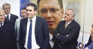 Крагујевац: Напредњаци исукали ножеве и само што се не порокају између себе