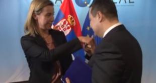 Погледајте Дачића рукољубца и Вучића како изигравају дворске луде у седишту ЕУ (видео)