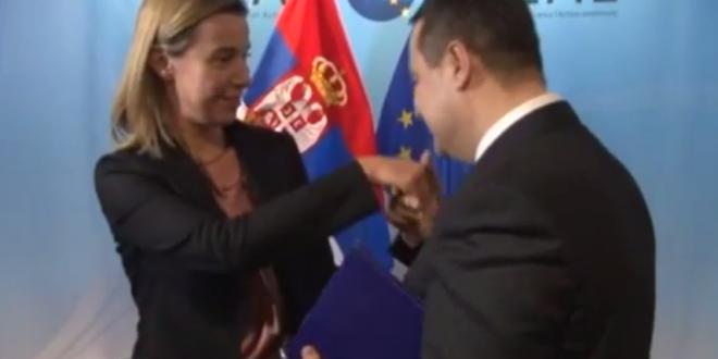 Погледајте Дачића рукољубца и Вучића како изигравају дворске луде у седишту ЕУ (видео) 1