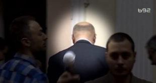 Вучићеви батинаши се физички обрачунали са новинаром који је покушао да постави питање министру Сертићу! 9