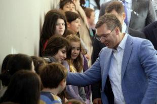 Вучић лаже да не зна где су били министри Гашић и Лончар у време пада хеликоптера док је у Обреновцу данас поново злоупотребио децу!