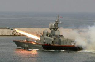 """ЦРНО МОРЕ: Руси извршили ракетни """"напад"""" на непријатељске бродове док је НАТО изводио маневре"""