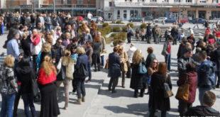 Протест просветних радника у Чачку јер нису примили плате за фебруар 2