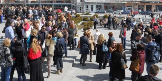 Протест просветних радника у Чачку јер нису примили плате за фебруар 1