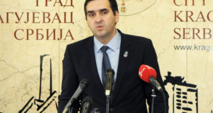 """Крагујевац: Радници ЈKП """"Водовод и канализација"""" ступили су у штрајк глађу због малих плата 11"""
