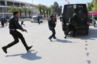 """ТУНИС: У музеју """"Бардо"""" убијена 22 човека, а још 50 рањено"""