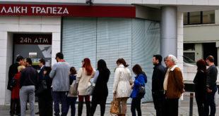 Грци у паници јуришају на банкомате 4