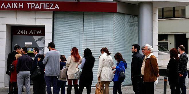 Грци у паници јуришају на банкомате 1