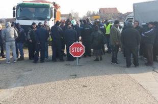 Радници и јутрос блокирали прилазе Костолцу