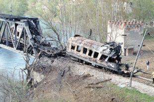 Помен убијеним путницима који су страдали у НАТО бомбардовању воза у Грделици 3