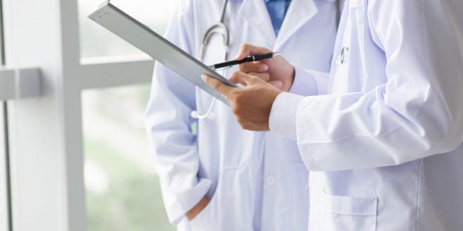 Принудна вакцинација за медицинаре у Србији, хапшења лекара била припрема терена?