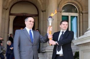 """После Благодатног огња одмах су пожурули да у Београд довуку пагански """"маратонски пламен"""""""
