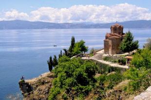 Свети Владика Николај - Молитве на Језеру (део први, видео)