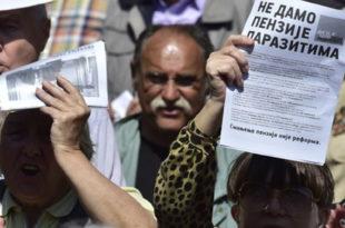 Пензионери протестовали због смањених пензија