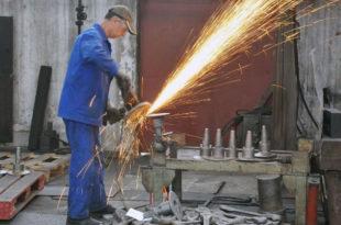 Само 17% радника који раде код приватника у Србији на време прима плату!