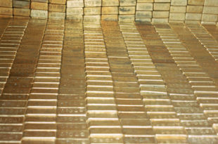 Док Вашингтон тоне у дугове, Москва јача златне резерве