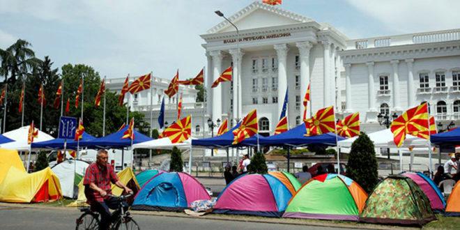 """КАМПОВАЊЕ: У центру Скопља шатори и присталица Груевског и """"америчког мајдана"""" 1"""