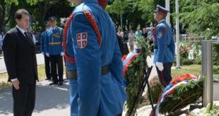 """Венци за гардисте и пацијенте погинуле 1999. у НАТО бомбардовању КБЦ """"Драгиша Мишовић"""""""