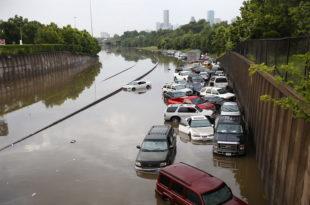 ПОТОП КАКАВ АМЕРИКА НЕ ПАМТИ: Погледајте пустош коју су оставиле поплаве и торнадо (фото, видео)