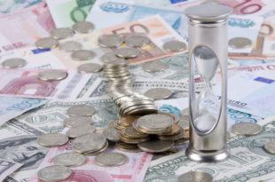 Плате и пензије остају на леду