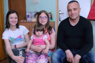 Србија данас: Многи живе од џака брашна и канте масти