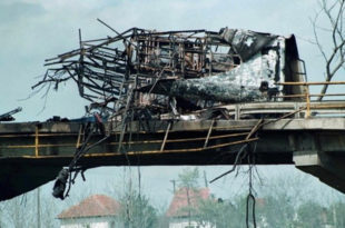 ДА СЕ НЕ ЗАБОРАВИ: Годишњица НАТО злочина у Лужанима, страдало петнаесторо деце!