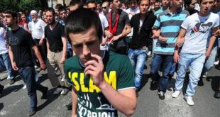 """Шиптарски марш у Скопљу са скандирањем """"УЧК"""" и транспарентом """"Албанијо, каде си, Илирида ти гори"""" 3"""