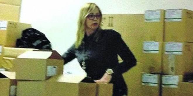 ПОБУНА НА ТОРЛАКУ: Директорка сама лепила етикете на вакцине