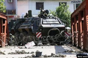Пре три године КФОР напао Србе, ранио, уништио имовину, уклонио барикаде