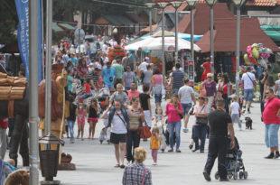 ПЛАГИЈАТОРИ! Вучић је идеју о подршци домаћем туризму украо од Орбана и Мађара