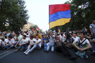 """Запад покушава да у Јеревану организује """"јерменски мајдан"""""""