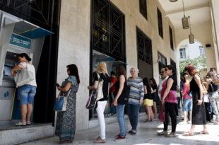 ПАНИКА У ГРЧКОЈ: Редови испред банкомата