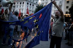 Почиње хаос у Грчкој - рафови и џепови грађана празни