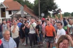 ЛОПОВИ, ЛОПОВИ!! Народ звиждуцима отерао министарку Зорану Михајловић са отварања моста који још није завршен!  (видео) 8