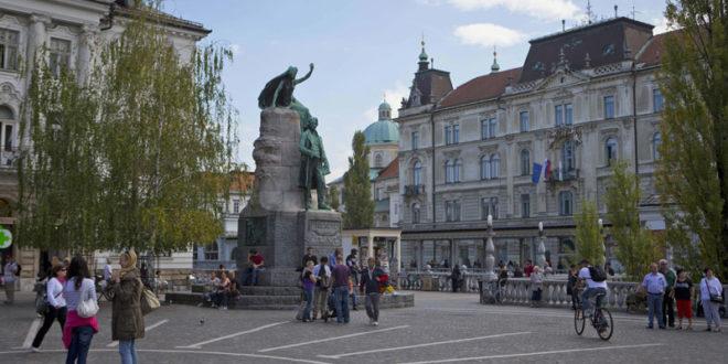Словенија обуставља јавни саобраћај, затварају се локали