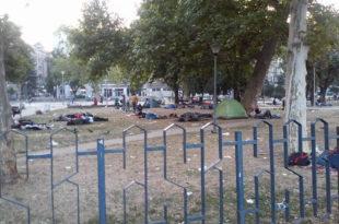 Азиланте и мигранте прима само Србија