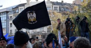 РАДИКАЛИ СЕ ПРИКЉУЧУЈУ ЖЕНАМА У ЦРНОМ! На скуп понети што више четничких застава