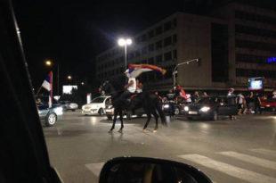 На улице Новог Сада изјахао на коњу и са тробојком у руци славио злато ватерполиста!