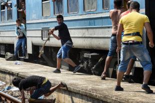 Због миграната проглашена ванредна ситуациjа у Mакедониjи