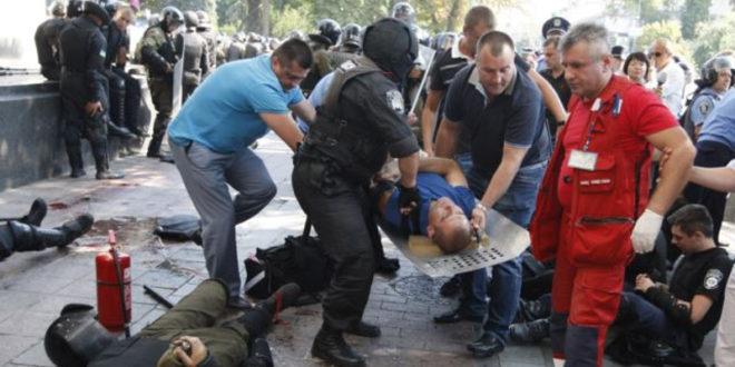 Украјина: У демонстрацијама испред зграде Врховне Раде сукоби - повређено више од 100 особа, има и погинулих 1