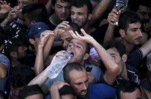 """Грци """"сакрили"""" мигранте од туриста: Гладни, жедни и без тоалета затворени на стадиону"""